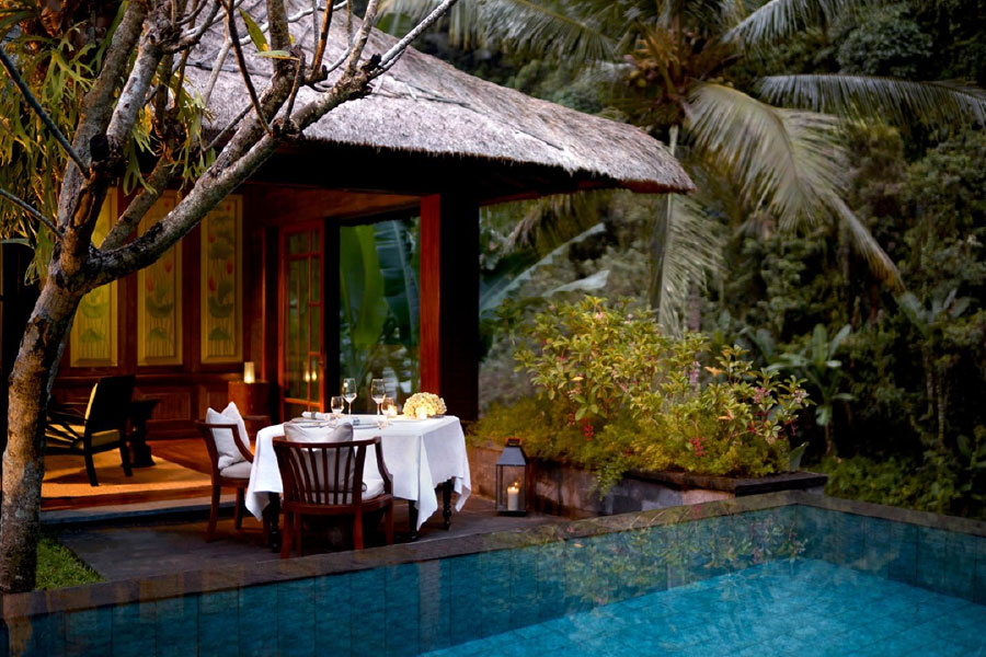 bar-booking-couple-853151